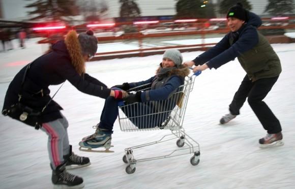 В Татьянин день студенты смогут бесплатно покататься на коньках в парках Москвы