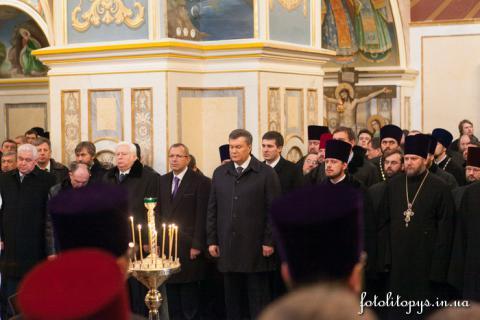 В Киево-Печерской Лавре Церковь и власти вместе молились о прекращении вражды на Украине