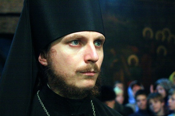 Иеромонах Димитрий Першин просит власти поддержать перевод Евангелия на языки мигрантов