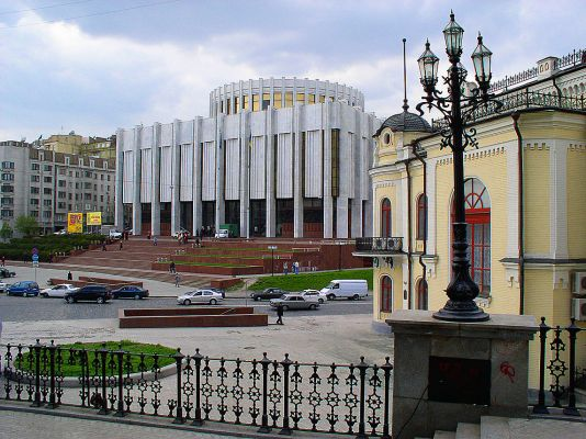 Участники протестов в Киеве намерены превратить культурный центр в столовую