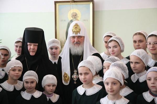 Патриаршее служение в Покровском монастыре в Хотькове и посещение детского приюта обители