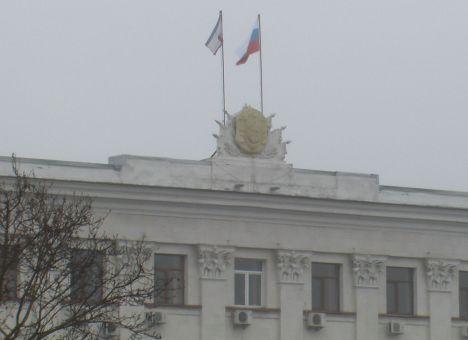 Ночью неизвестные захватили здание Совета министров АРК и крымского парламента