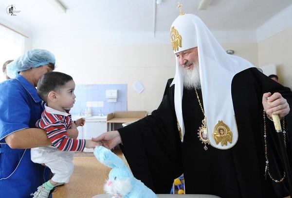 Посещение Святейшим Патриархом Кириллом психоневрологического корпуса детской больницы имени Филатова в праздник Рождества Христова