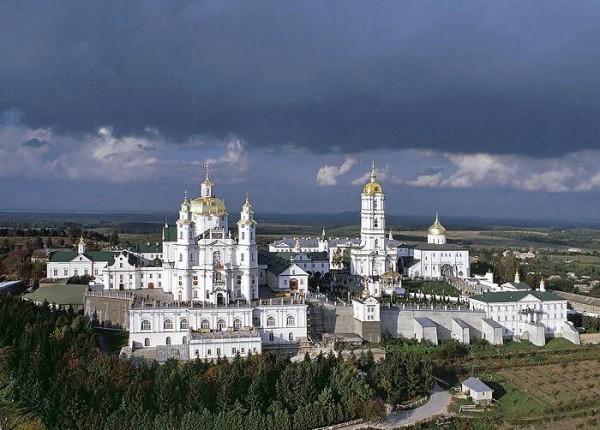Обстановка в Почаевской Лавре спокойная, почти все неизвестные уехали