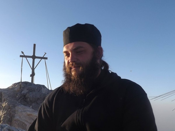 Иеромонах Мелхиседек о ситуации в Киеве: С паникой и враждой боремся молитвой