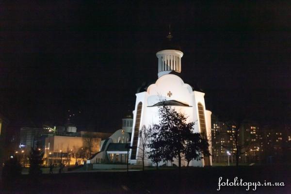 В полночь православные киевляне соберутся в храме для молитвы о мире