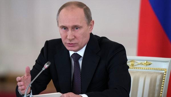 Президент России: Социальных сирот надо возвращать в семьи