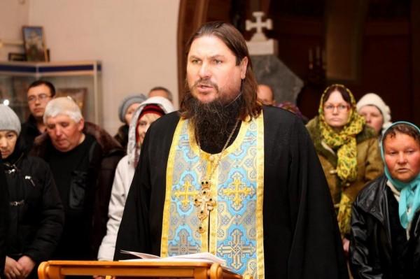 На въездах в Севастополь служат молебны об установлении мира