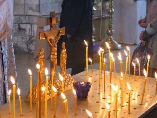 Во всех храмах УПЦ помянули погибших в результате трагических событий в Киеве