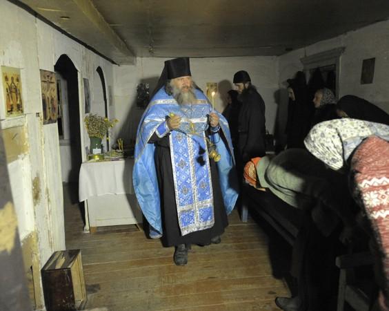 Черепановские отшельники просят помочь им выехать из заброшенной деревни