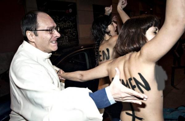 Активистки Femen объявили войну испанской Церкви, выступая за право на аборты
