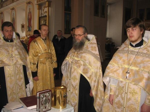 Во всех храмах Херсонской епархии совершают молебны о мире на Украине