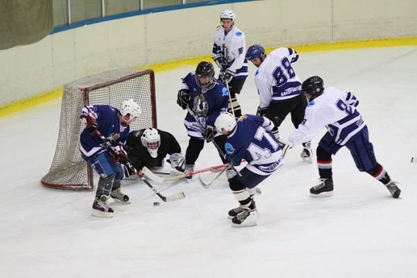 Приамурская и Приморская митрополии сыграют в хоккей