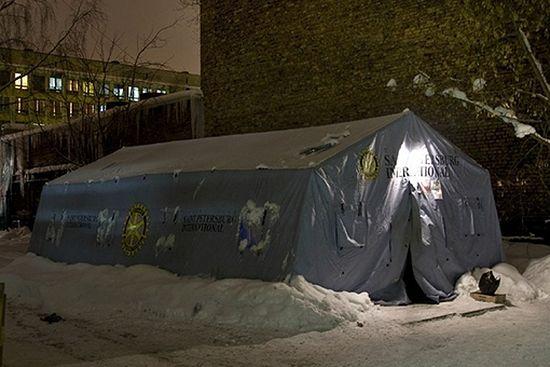 Жители Петербурга собрали средства для двух пунктов обогрева для бездомных