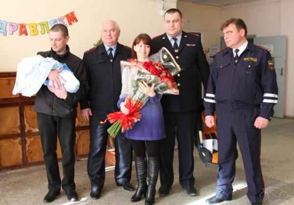 Петербургские сотрудники ДПС помогли принять роды на посту