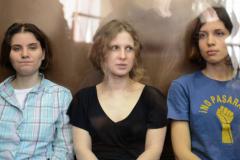Согласно опросу, более трети россиян не стали бы выпускать Pussy Riot из тюрьмы