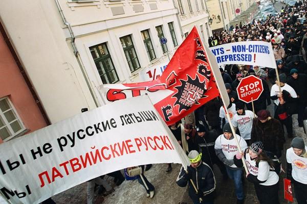 Латвийские чиновники запрещают русской семье назвать ребенка Мироном