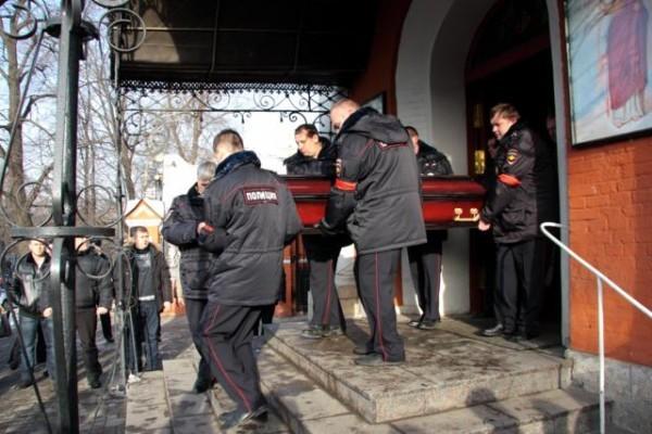 В храме Рождества Богородицы во Владыкине состоялось отпевание полицейского, погибшего в школе 263
