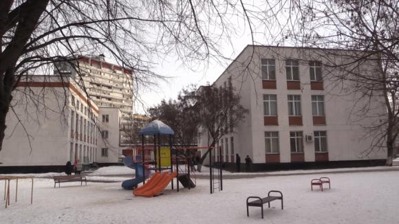 В московской школе захвачены в заложники 24 ученика