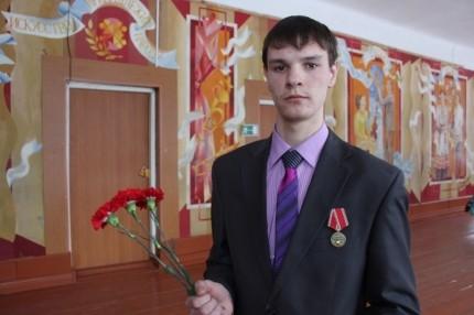 Медалью «За отвагу на пожаре» наградили школьника из Мордовии