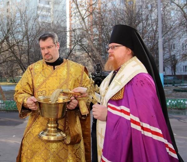Московскую школу № 263 освятили после трагических событий