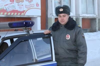 Томский полицейский вынес из огня пожилую женщину