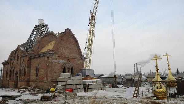 Во Владивостоке жители строят кафедральный собор по кирпичику