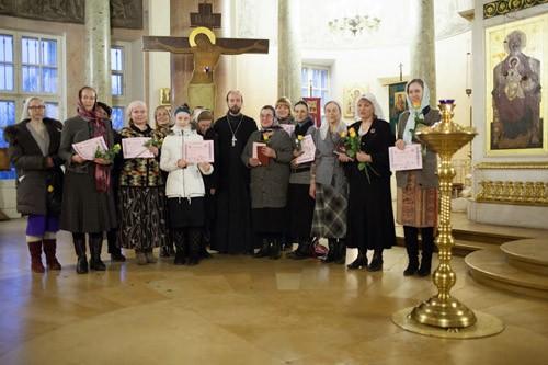 Многодетным семьям помогут православные няни