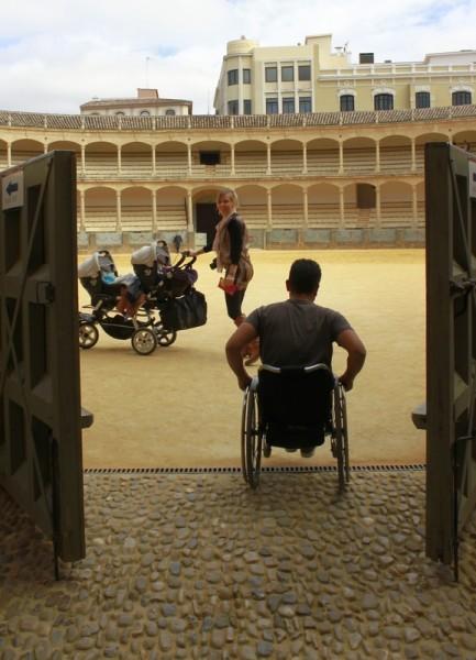 Семья в музее (арена для Корриды в Ронде)