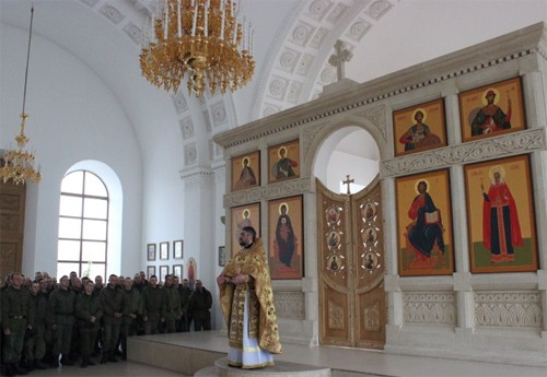 Патриарх Кирилл подарил российским военным в Армении более 11 тыс. экземпляров Священного Писания