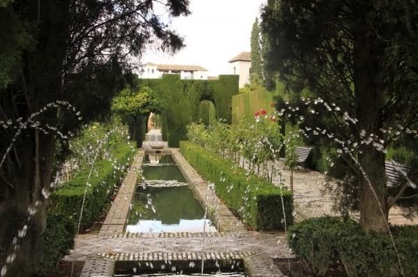 Гранада. Сад Хенералифе близ крепости Альгамбра