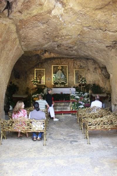 Часовня Божией Матери, выдолбленная в скале (Михас)