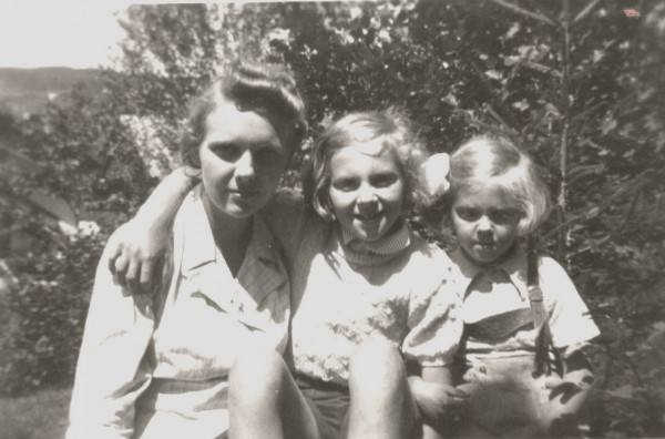 Слева направо: Александра Вяземская, Софья и Майя Ферзен