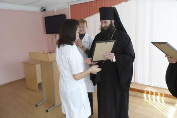 Епископ Орский Ириней назначил именные стипендии студентам-медикам