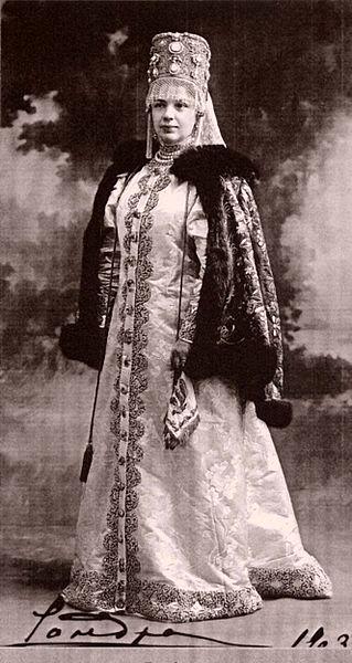Графиня Александра Илларионовна Шувалова, урождённая графиня Воронцова-Дашкова, в одеждах боярыни XVII века (1903–1904)