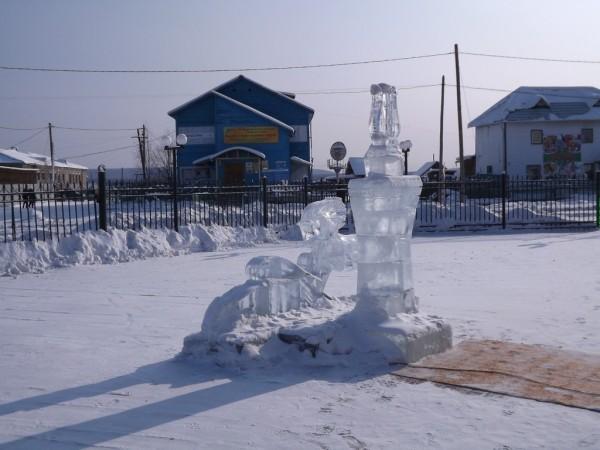 Ледяные скульптуры - традиционное украшение якутских сел и городов
