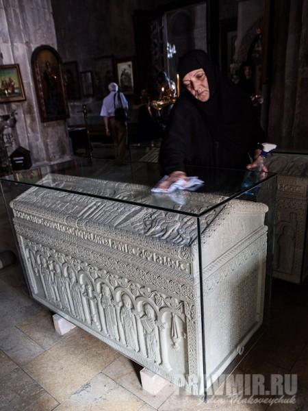 Гробницы святых царя Мириана и царицы Наны