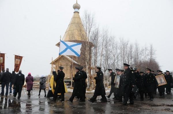 Крестный ход подводников к храму праведного воина Федора Ушакова Непобедимого в день его памяти 15 октября 2013 г