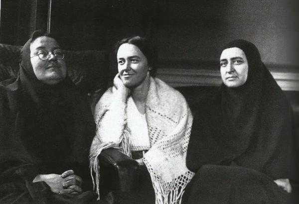 Мать Мария, М.Куртэн и мать Евдокия Мещерякова, 1936 год