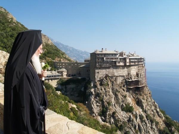 Константинопольский Патриархат планирует ограничить приток монахов-иностранцев на Афон