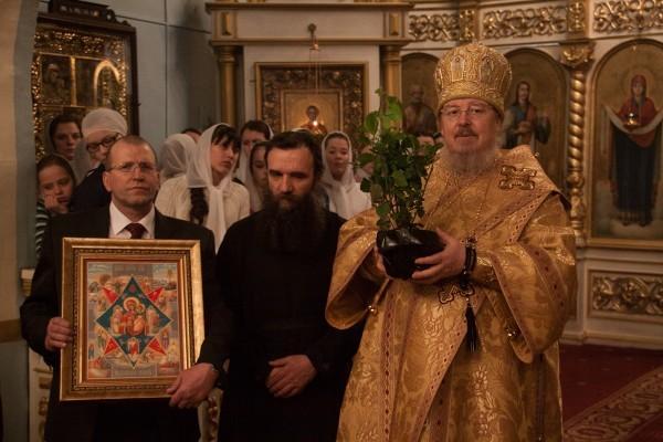 Красноярской епархии передали росток Неопалимой купины