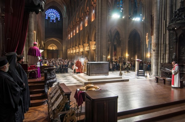 Православные христиане будут служить молебны в соборе Парижской Богоматери