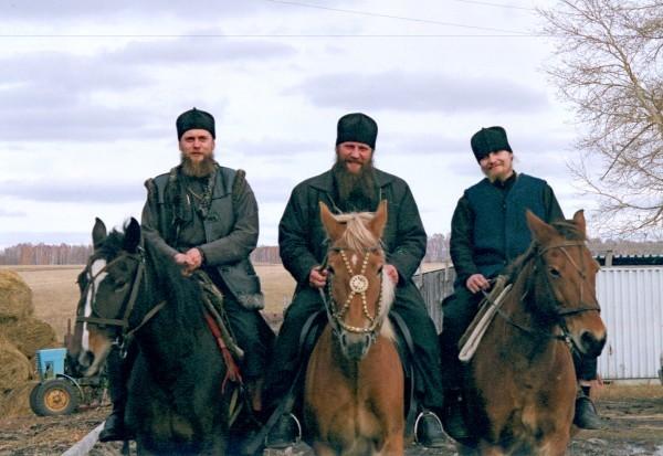 Будущие епископы: Филипп Карасукский, Артемий Камчатский и Николай Ново-Уренгойский