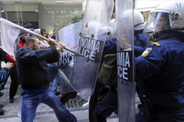 Протестующие в Афинах борются за право не работать по воскресеньям