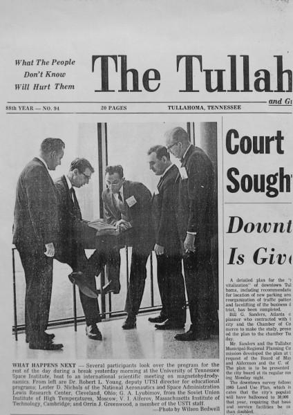 The Tullahoma News от 5 апреля 1968 года. Во время конференции по МГД- генераторам. Г.А.Любимов в центре. Фото из архива Г.А.Любимова