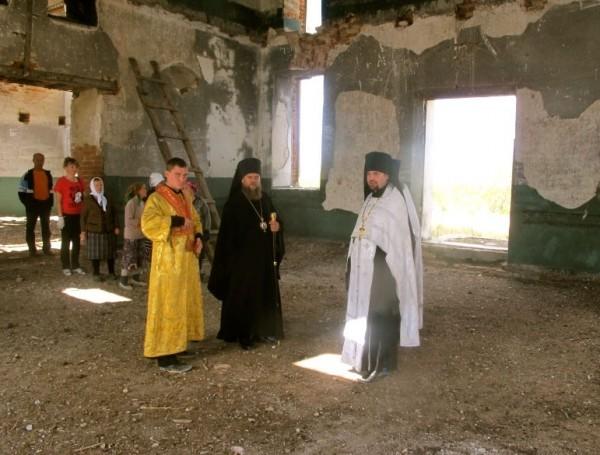Поездка на субботник в заброшенном храме св. Троицы с. Юдино Чистоозёрного района, 17 августа 2012 года