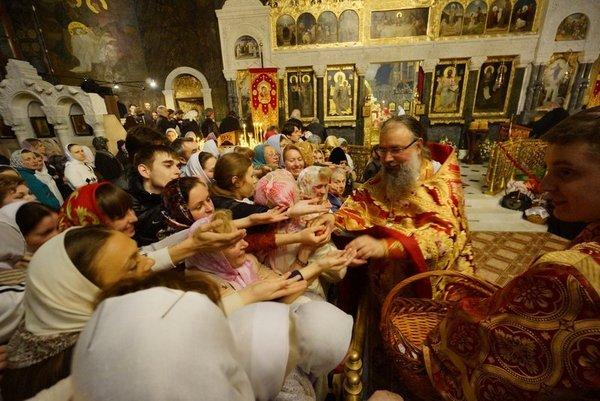 В пасхальных богослужениях в Украине участвовало около 10 миллионов человек