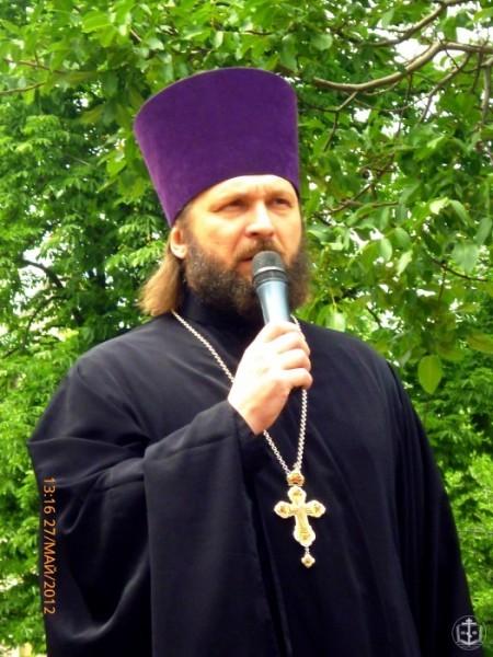 Духовенство и верующие Одесской епархии просят власть защитить священника