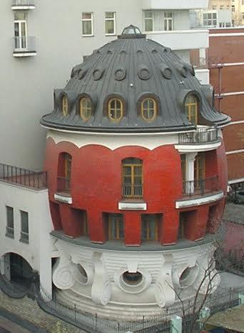 Дом-яйцо в Москве на улице Машкова. Автор проекта Сергей Ткаченко