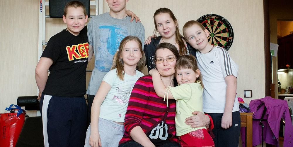 Многодетная мама Елена Петина: Главное — чтобы папа всегда был довольный!